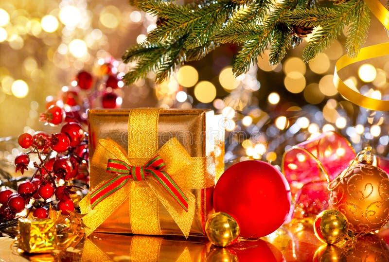 De scène van Kerstmis Giften onder de Kerstboom stock foto