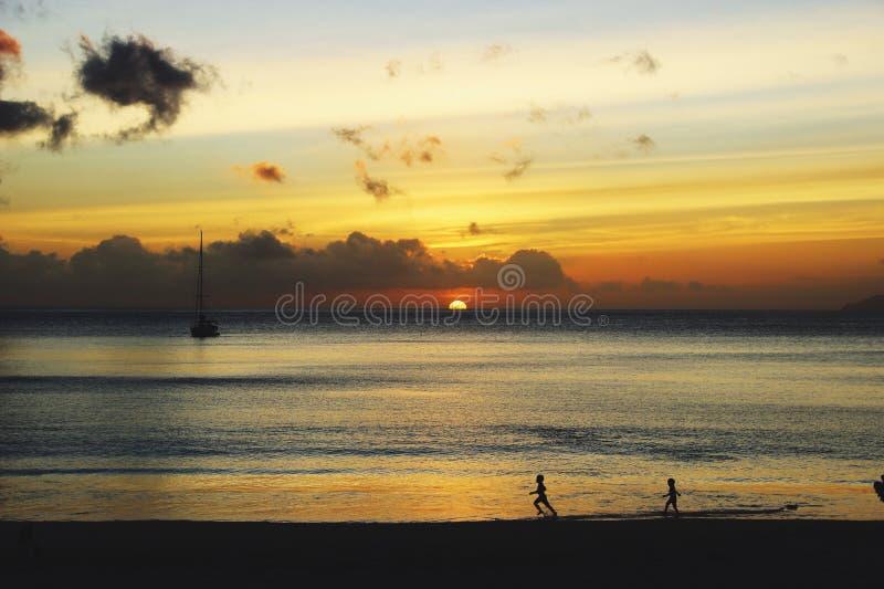 De scène van de zonsondergang royalty-vrije stock afbeeldingen