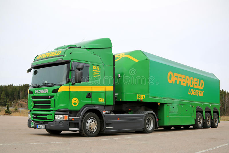 De Scania reboque verde do tanque semi imagens de stock royalty free