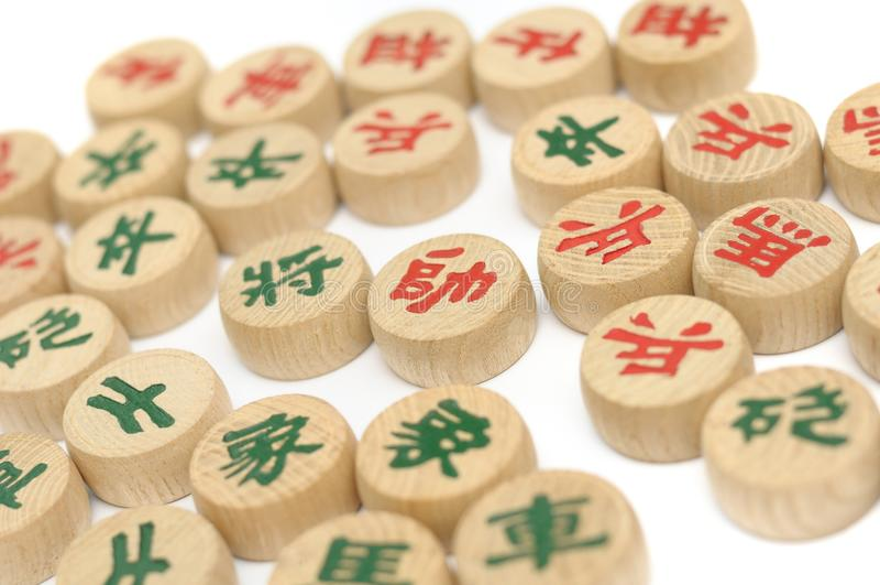 De schaakzaden en de stukken van een spel van Chinees schaak stock afbeelding