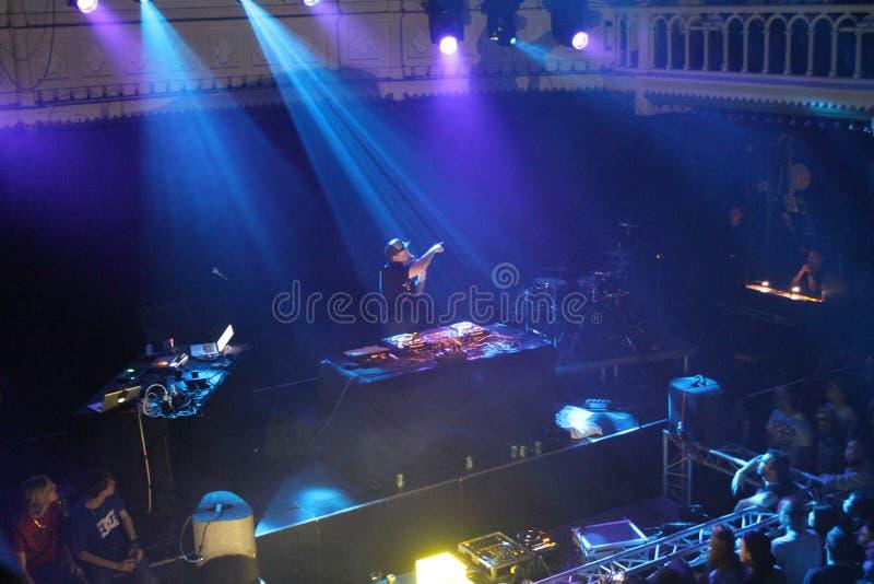 De schaduw van DJ, Liveshow, Amsterdam Paradiso, Nederland stock foto's