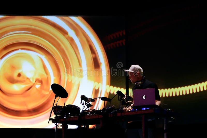 De Schaduw van DJ presteert in overleg bij Sonarfestival royalty-vrije stock foto's