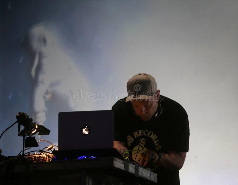 De Schaduw van DJ presteren levend bij Sonarfestival in Barcelona stock afbeelding