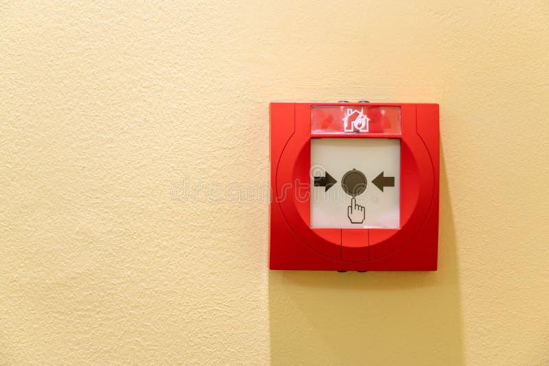 De schakelaar van de druk de alarmdoos van het schakelaarbrand op muur voor waarschuwing en veiligheidssysteem royalty-vrije stock foto's