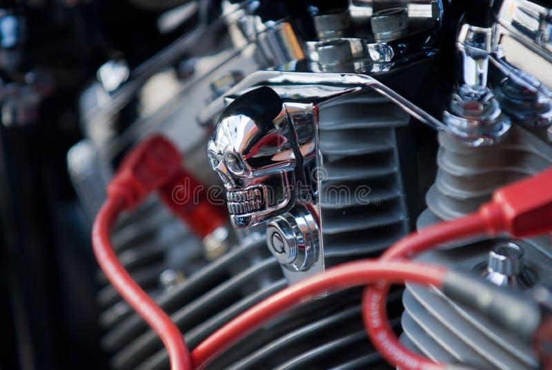 De schedel van het chroom op motormotor stock foto