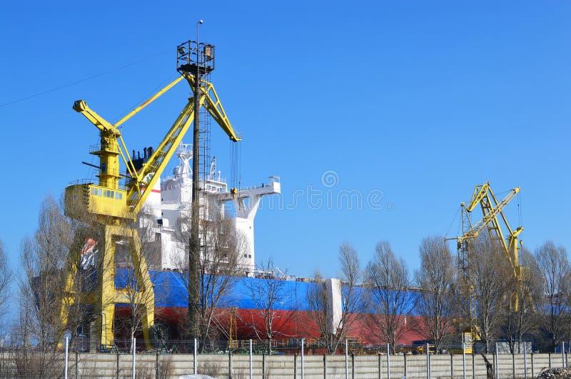 De scheepswerf van de Zware industrieën van DAEWOO Mangalia in Mangalia royalty-vrije stock foto