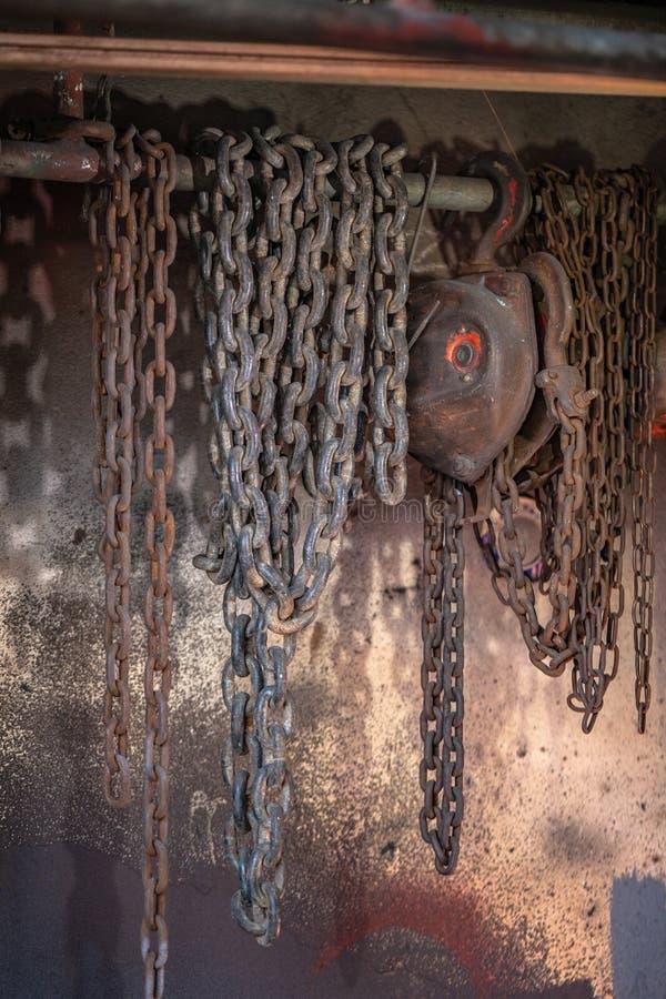 In de scheepswerf zwaar opheffend hijstoestel zal gebruiken stock fotografie