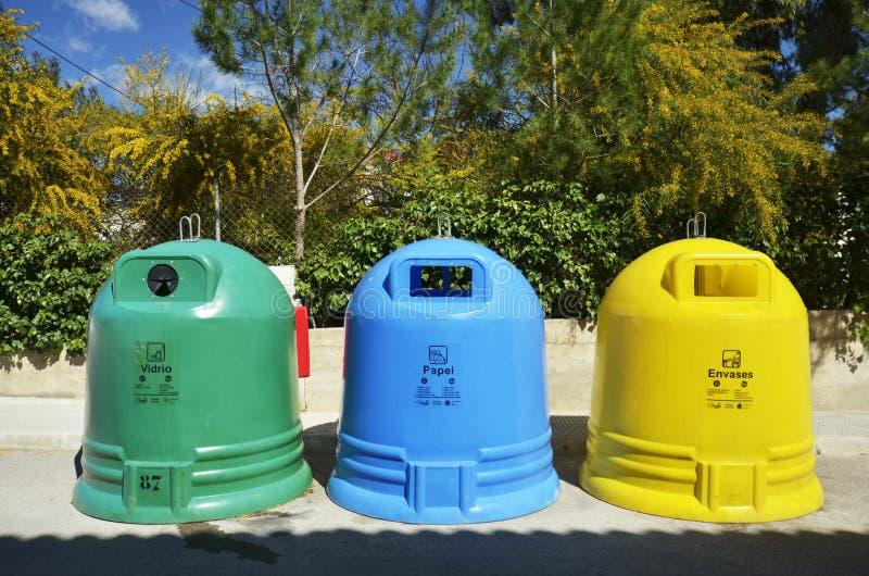 De scheiding van het afval in Spanje stock afbeeldingen