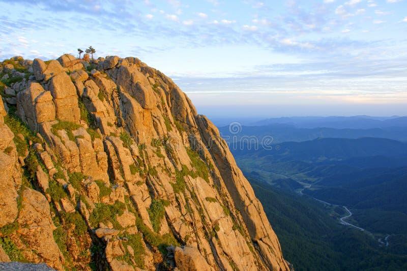 De schemer van de berg royalty-vrije stock fotografie