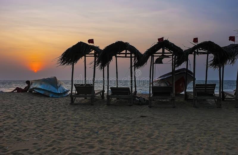 De schemering op Negombo-strand royalty-vrije stock fotografie
