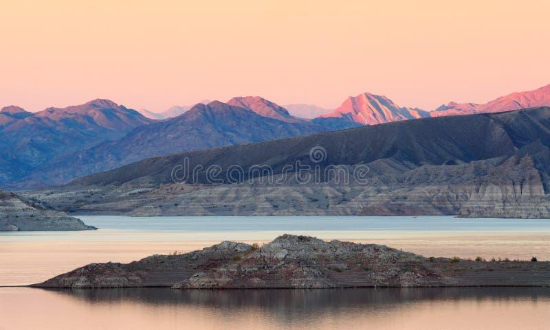 De schemering van de Weide van het meer stock foto
