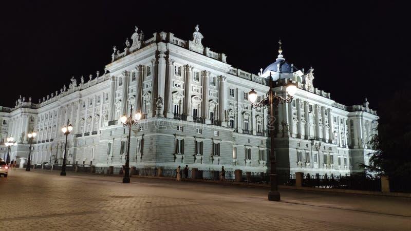De schemerv.n. Royal Palace als Madrid royalty-vrije stock fotografie