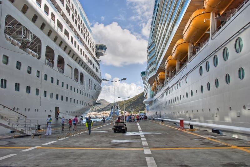 De Schepen van de cruise in Heilige Maarteen, Nederlandse Antillen stock foto