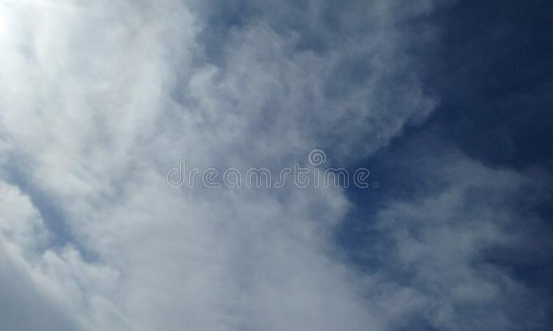 de schepselen van wolkengezichten houden van dingen in de wolken royalty-vrije stock foto