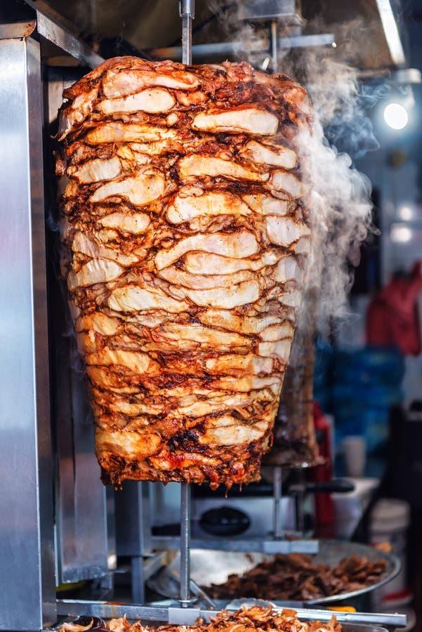De scherpe Kebab van Doner van het kippen Turkse voedsel royalty-vrije stock afbeeldingen
