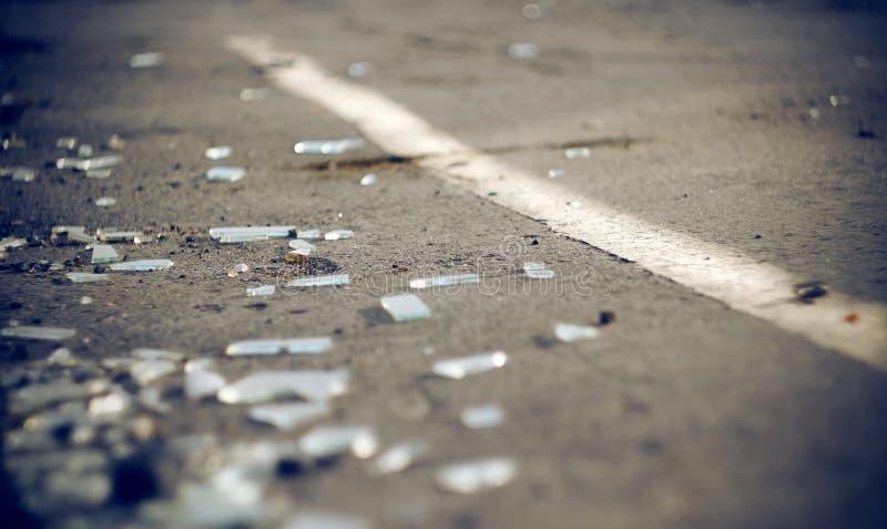 De scherven van automobielglas in het ongeval stock fotografie