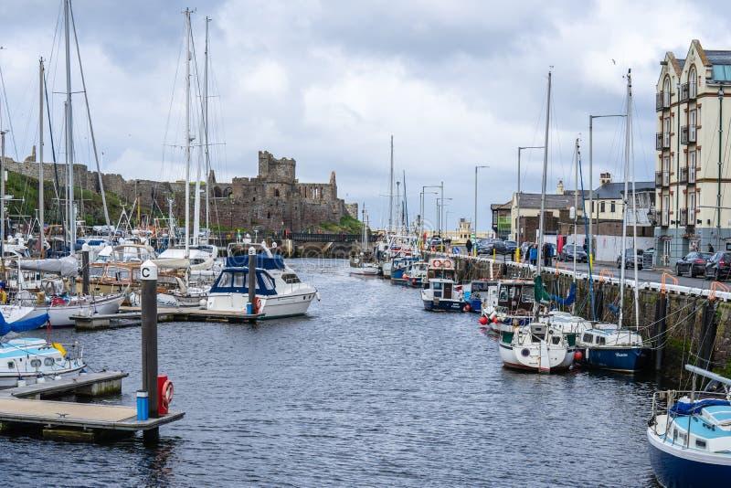 De schil is een kuststad en een kleine vissershaven op het Eiland Man, in de historische parochie van het Duits maar afzonderlijk royalty-vrije stock afbeelding