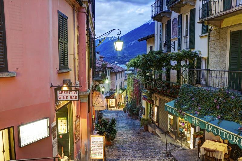 De schilderachtige kleine mening van de stadsstraat in Bellagio stock foto's