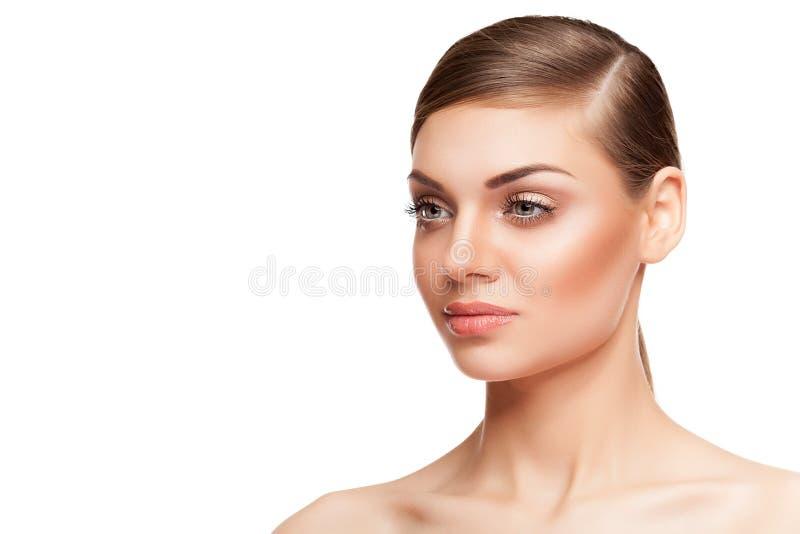 De schitterende vrouw met perfecte huid en het natuurlijke type maken omhoog royalty-vrije stock foto's