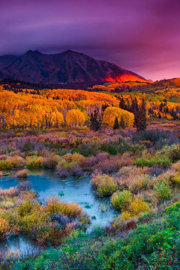 De Schittering van Autumn Dawn royalty-vrije stock fotografie