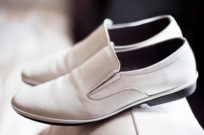 De schoenen van bruidegoms stock afbeeldingen
