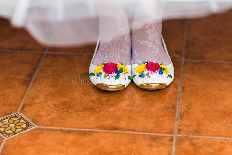 De schoenen van de bruid royalty-vrije stock afbeelding