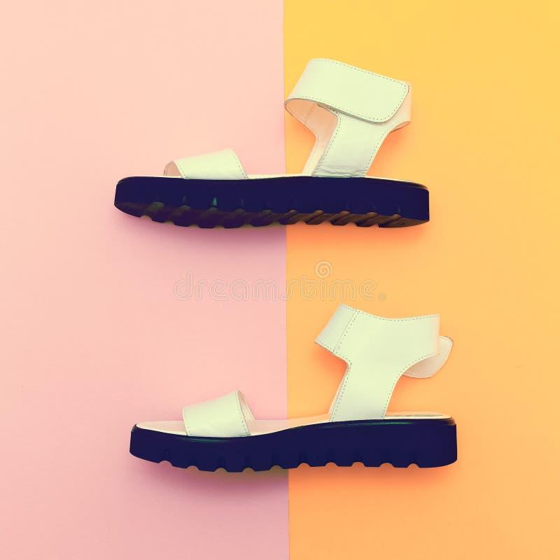 De schoenen van de manierzomer stock afbeeldingen