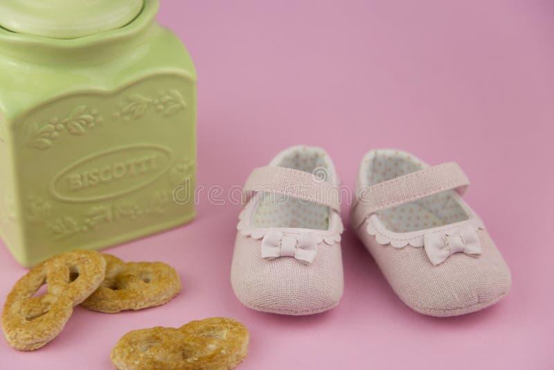 De schoenen van de meisjezomer stock foto