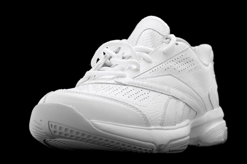De schoenen van de sport die op de zwarte worden geïsoleerdk stock foto