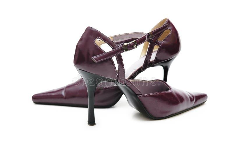 De schoenen van de vrouw op hoge hielenisol stock afbeeldingen