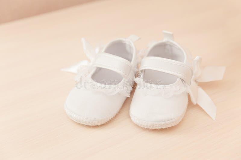 De schoenen van het babymeisje royalty-vrije stock foto