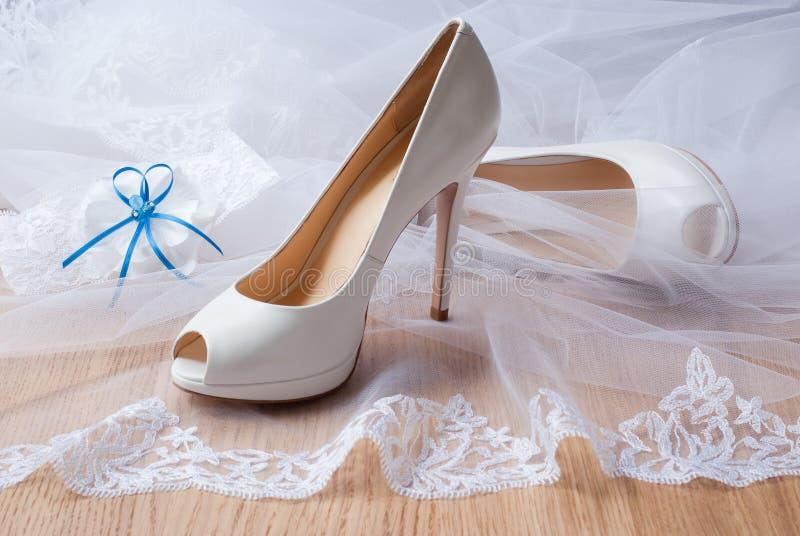 De schoenen van het huwelijk. royalty-vrije stock afbeeldingen