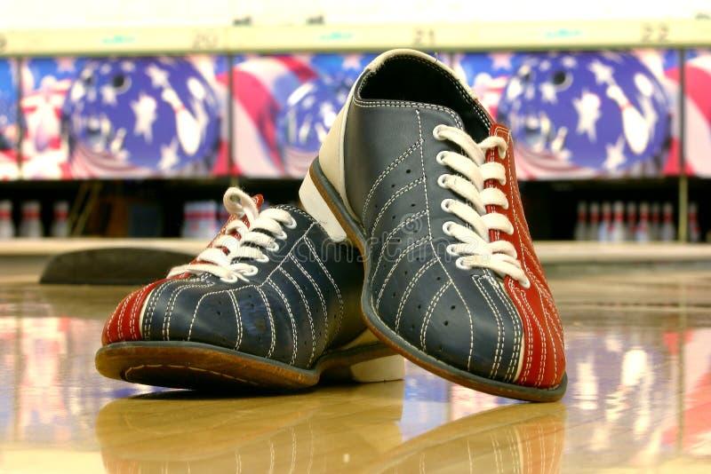 De schoenen van het kegelen stock afbeelding