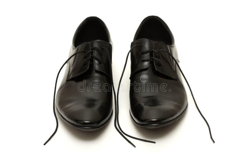 De schoenen van klassieke zwarte mensen met losgeknoopt kant stock foto