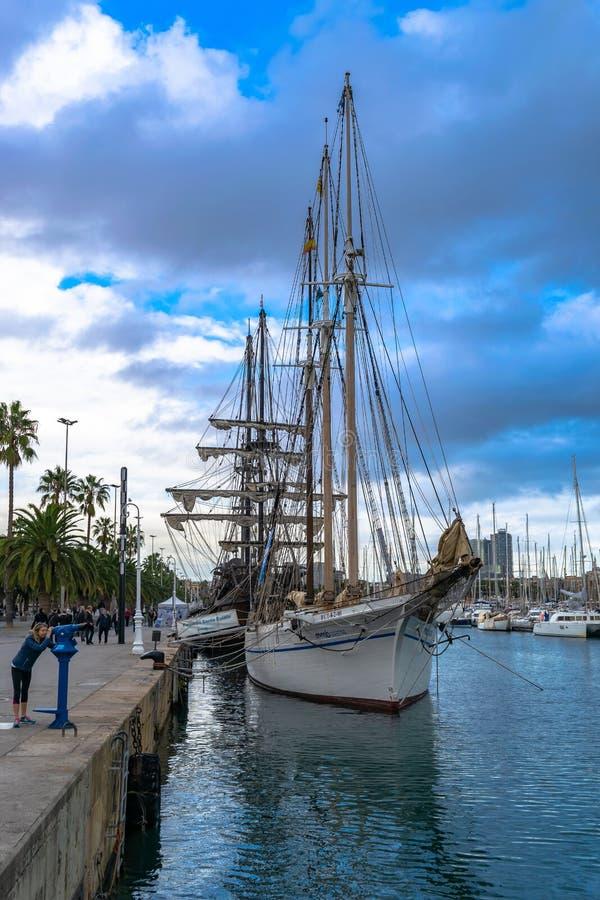 De Schoener, Pailebot-lia van Kerstmaneulã, a drie-masted schip bouwde 1918, gedokt bij de Moll DE La Fusta kade, Barcelona, Span stock afbeeldingen