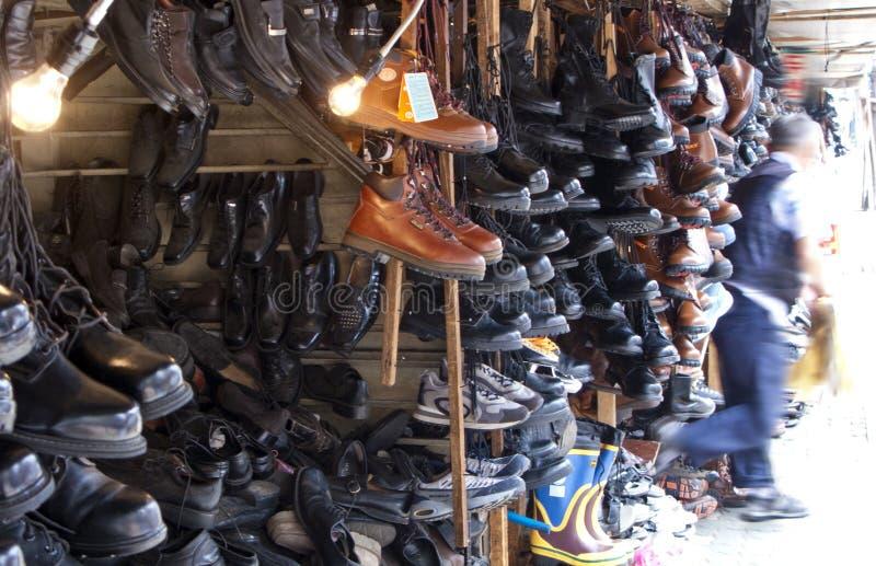 De schoenwinkel van de vlooienmarkt royalty-vrije stock afbeeldingen