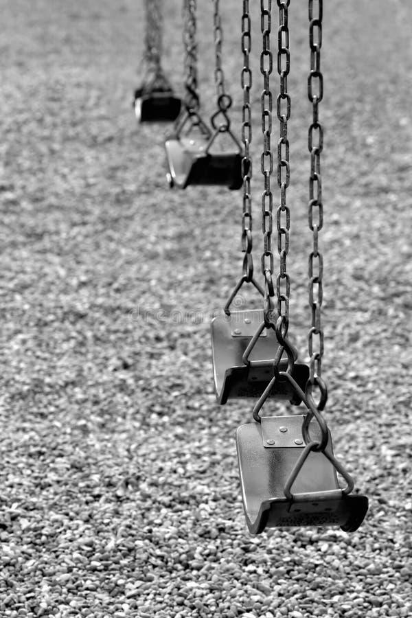 De schommeling van de speelplaats in zwart-wit royalty-vrije stock afbeeldingen