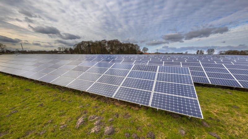 de schone energieachtergrond van zonne-energiepanelen royalty-vrije stock fotografie