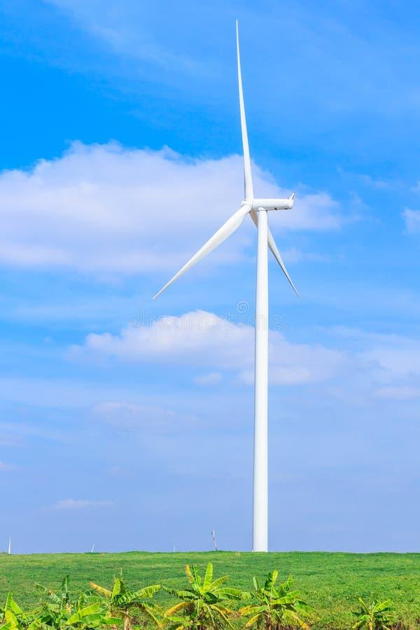 De schone energieconcept van de windturbine stock afbeelding