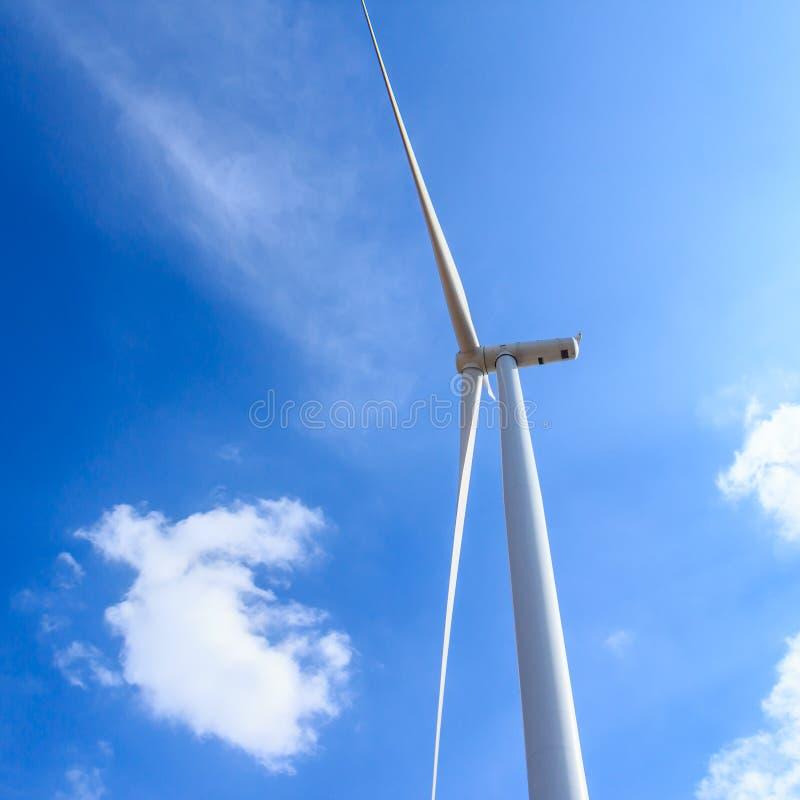 De schone energieconcept van de windturbine stock foto