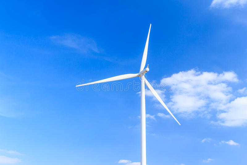 De schone energieconcept van de windturbine stock fotografie