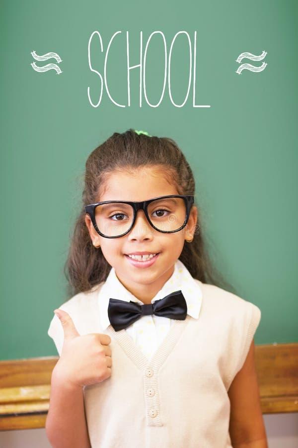 De school tegen leuke leerling kleedde zich omhoog als leraar in klaslokaal royalty-vrije stock fotografie