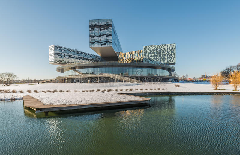 De school van Moskou van beheer SKOLKOVO in de winter stock foto