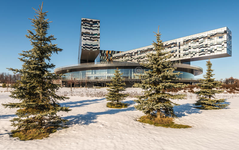 De school van Moskou van beheer SKOLKOVO in de winter stock fotografie