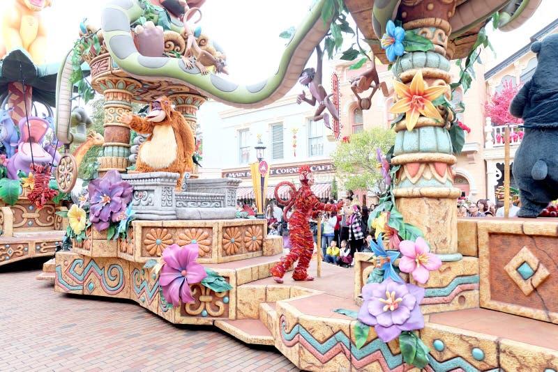 De schoonheid en de pret van buitensporige parade van beeldverhaalkarakters, Walt Disney in Hong Kong Disneyland stock foto's