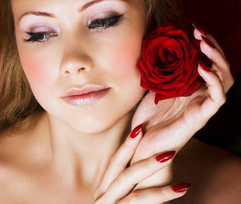 De schoonheid met rood nam toe royalty-vrije stock afbeelding