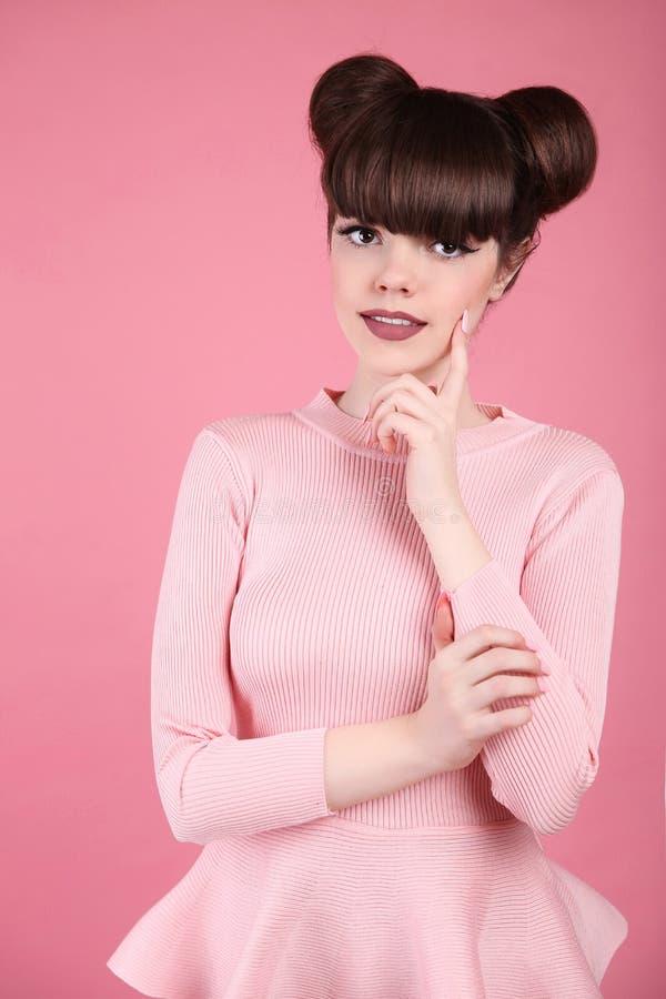 De Schoonheid van de tiener hairstyle Het model van de maniertiener Gelukkige smilin stock fotografie