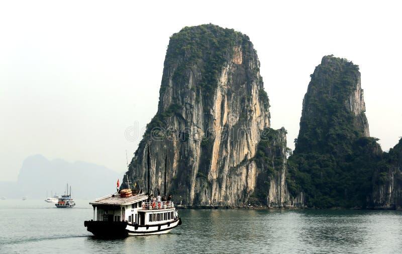 De schoonheid van Halong-baai royalty-vrije stock afbeeldingen