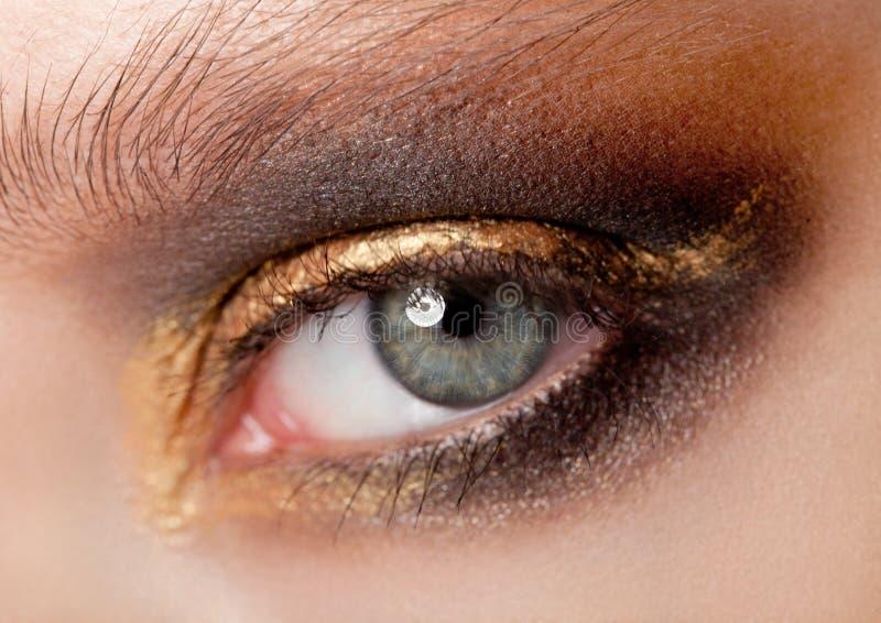 De schoonheid van het oogclose-up met creatieve make-up royalty-vrije stock foto's
