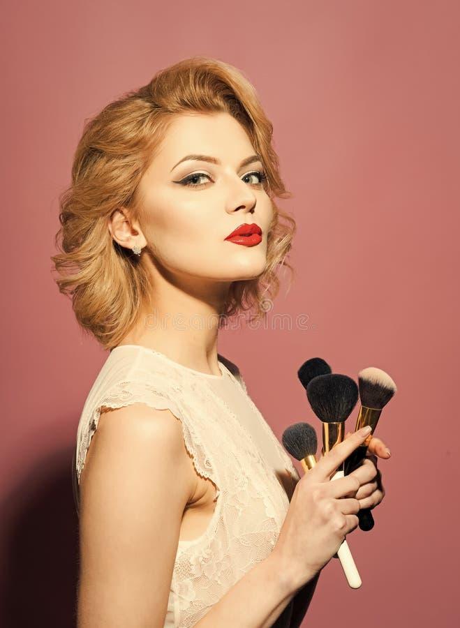 De schoonheid van het vrouwengezicht Schoonheid, manier, schoonheidsmiddelen, uitstekende stijl royalty-vrije stock afbeelding